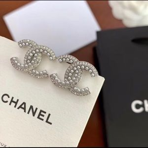 Chanel double C earrings with small pearls